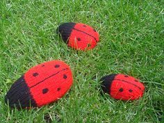 Some of you may have seen the ladybirds I was knitting at the Stitch & Bitch London Knit Crawl and at some of the meetings. Well here is the pattern I have written. It's the first one I&#…