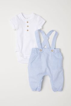 35466d81fb9d Set with short-sleeved bodysuit and bib overalls in