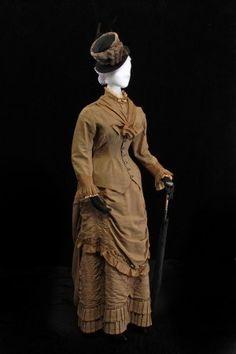 Wedding Dress: 1881.