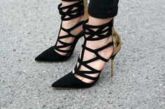 French girl chic – pointed toe velvet cutout with gold heel.