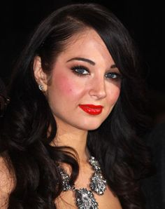 Barely talented, proud of being super stupid, Tulisa represents those who have given up on creativity and joy. Pure gross-ness, 4/5 on the scumbag scale.