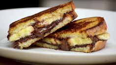 INGREDIENTS: for each sandwich 2 - 3 tbs of nutella half banana (sliced) 2 slices of bread 1 - 2 tbs of butter METHOD: Slice banana and place one slice of br. Nutella Sandwich, Banana Sandwich, Toast Sandwich, Food Porn, Nutella Spread, Banana Slice, Slice Of Bread, Wrap Sandwiches, Food Inspiration