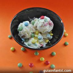 Helado de yogur con lacasitos para niños