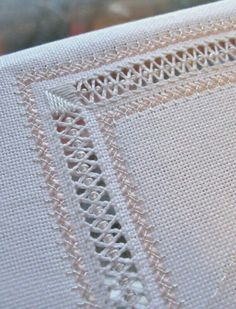 """""""Due tipi di filati in abbinamento"""", """"This post was discovered by Мар"""", """"Beading to hold down Embroidery Designs, Types Of Embroidery, Learn Embroidery, Hand Embroidery Stitches, Embroidery Techniques, Cross Stitch Embroidery, Cross Stitch Patterns, Hem Stitch, Satin Stitch"""