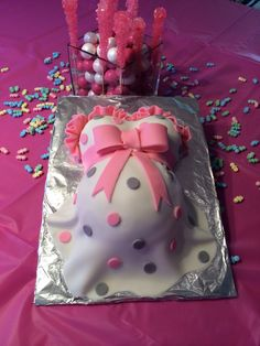 Pink and grey baby belly cake yummy things i made. Torta Baby Shower, Elephant Baby Shower Cake, Shower Cakes, Baby Shower Desserts, Baby Shower Cookies, Kylie Baby Shower, Shower Baby, Birth Cakes, Baby Cakes