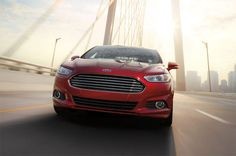 Novo Fusion 2013 - Ampla grade frontal em formato de trapézio invertido, característica dos novos modelos de veículos Ford.