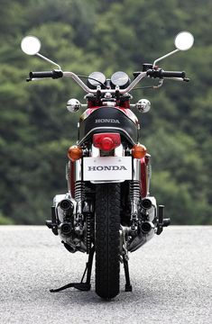 Honda Motorbikes, Honda Scrambler, Honda Cb750, Yamaha, Womens Motorcycle Helmets, Retro Motorcycle, Cafe Racer Motorcycle, Motorcycle Girls, Bobber Bikes