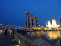 Helix Bridge, ArtScience Museum, Marina Bay Sands Hotel in Singapur
