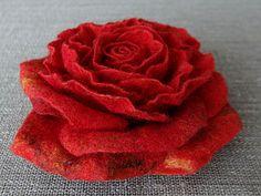 Шерстяная роза.