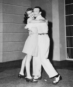 """rita hayworth --fred astaire """"you were never lovelier"""" --vintage film Hollywood Cinema, Old Hollywood Glamour, Golden Age Of Hollywood, Hollywood Stars, Classic Hollywood, Fred And Ginger, Dancing King, Classic Movie Stars, Fred Astaire"""