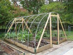 DIY: Hoop House Frame, great way to extend to growing season! Backyard Greenhouse, Greenhouse Plans, Veg Garden, Garden Trellis, Winter Plants, Winter Garden, Building A Raised Garden, Permaculture Design, Cold Frame