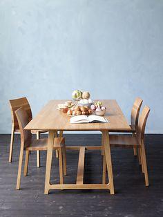 Pfister Table Naboo, Chair Naboo