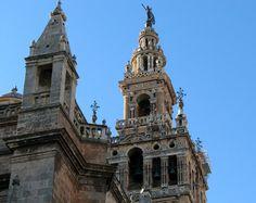 Sevilla kenti İspanya'nın kanımca en sıcak ve gezmesi keyifli kentiydi. Barcelona ve Madrid'e göre daha samimi bir şehir olduğunu söyleyebilirim. Bu linkte Sevilla Gezi Rehberi isimli yazımı bulabilir ve fotoğraflar eşliğinde bu güzel maceranın tadını çıkarabilirsiniz.