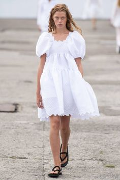 Cecilie Bahnsen Copenhagen Spring 2020 Fashion Show Collection: See the complete Cecilie Bahnsen Copenhagen Spring 2020 collection. Look 20 Organza Dress, Tiered Skirts, Karen, Dress Silhouette, One Piece Dress, Fashion Show Collection, Vogue Paris, Models, Mannequins