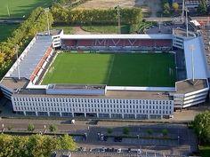 "MVV Maastricht--stadion ""de Geusselt"". Stadium Architecture, Football Stadiums, European Football, Holland, Around The Worlds, Soccer, Mansions, House Styles, About Football"