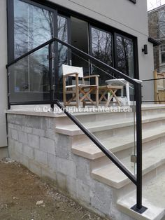 Art Metal Workshop has been producing top-quality glass railing systems for years. Order a custom glass railing design at a reasonable cost. Exterior Stair Railing, Outdoor Stair Railing, Metal Stair Railing, Front Porch Railings, Modern Railing, Porch Stairs, Front Stairs, Staircase Handrail, Porch Roof