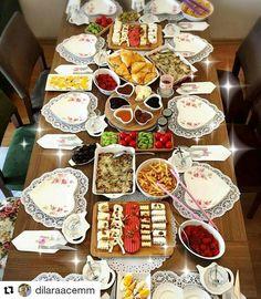 Bagel Bar, Brunch, Food Displays, Turkish Recipes, Decoration Table, Food Design, Table Settings, Cheese, Breakfast Ideas