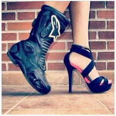 MotoLady Footwear A woman can also do motocross, if she is able to wear heels why not big motorcycle boots ? Dirt Bike Girl, Biker Chick, Biker Girl, Lady Biker, Fille Et Dirt Bike, Motocross Maschinen, Motocross Girls, Motocross Wedding, Bike Photography
