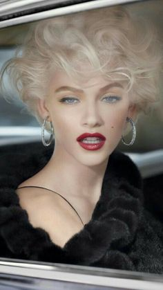"""""""Old Hollywood"""" Glamour Short Curly Hair, Curly Hair Styles, Pretty Face, Makeup Inspiration, Fashion Inspiration, Makeup Looks, Beauty Hacks, Hair Makeup, Makeup Pics"""