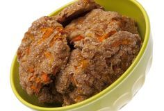 Mrkvové sušenky Homemade Dog Treats, Yummy Treats, Dog Cat, Beef, Cookies, Baking, Health, Psy, Food