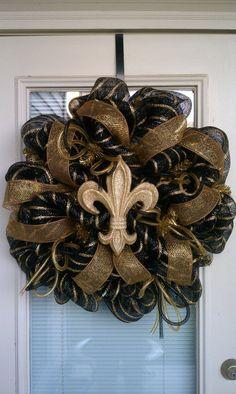 New Orleans Saints Wreath Wreath Crafts, Diy Wreath, Wreath Ideas, Wreath Making, Deco Mesh Wreaths, Door Wreaths, Etsy Wreaths, Saints Wreath, Diy Fleur
