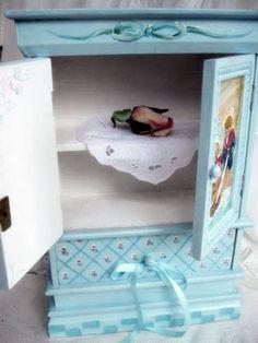 La main peint petit placard, meubles miniatures, Baby pépinière, pépinière Decor, stockage, par mailordervintage sur etsy