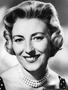 Dame Vera Margaret Lynn ne Welch born 20 March 1917 widely known as the Forces Sweetheart is an English singer of traditional pop songwriter and ac Vera Lynn, Hollywood Jewelry, British Celebrities, People Of Interest, Alfred Hitchcock, Old Tv, Female Singers, Strong Women, Celebs