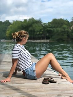 #SummerStyle #OOTD #WeekendLook Daisey Dukes, Crop Tee, Summer Outfits, Places To Visit, Fashion Looks, Legs, Shorts, Cotton