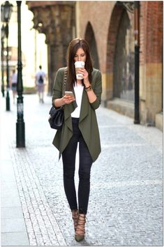 Outfits to Keep You Cool in the Office Loving this draped blazer for a casual Friday at the office.Loving this draped blazer for a casual Friday at the office. Stylish Work Outfits, Fall Outfits For Work, Work Casual, Spring Outfits, Outfit Work, Chic Outfits, Fall Office Outfits, Stylish Office, Casual Office Attire