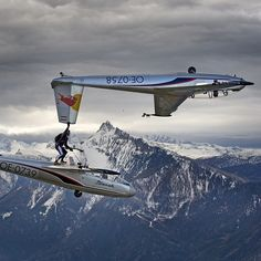 Never a dull moment. Men between 2 Blanik gliders.