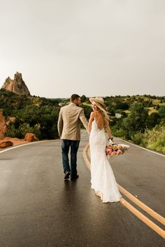 A boho Elopement at Garden of the Gods in Colorado Springs. To get inspired for your Colorado elopement check out the rest of the blog! Rain Photography, Photography Workshops, Elopement Inspiration, Colorado Springs, Spring Wedding, Got Married, Wedding Dresses, Model, Rest