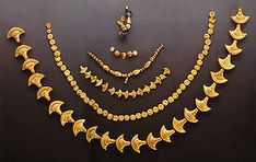Gold necklace beads from the cemetery at Archanes Phourni, Late Minoan III period.