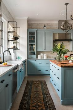 Pictures of the HGTV Smart Home 2018 Kitchen Blue kitchen cabinets + vintage rug + butcher block island countertop + farmhouse sink + industrial open shelving + industrial pendent lights Open Concept Kitchen, Kitchen Pictures, Cuisines Design, New Kitchen, Kitchen Modern, Kitchen Rug, Rustic Kitchen, Kitchen Sink, Island Kitchen