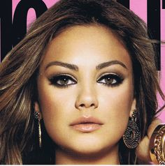 don't you love her huge eyes! expecially the smokey eye and bronzer for this magazine cover
