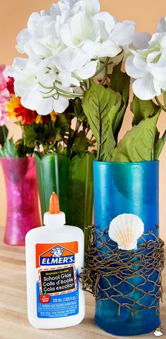 Transform Cheap Old Vases Using Ordinary Food Coloring And Glue Glass Flower Vases, Stained Glass Flowers, Stained Glass Art, Fun Ideas, Creative Ideas, Craft Ideas, Food Coloring Crafts, Diy And Crafts, Arts And Crafts