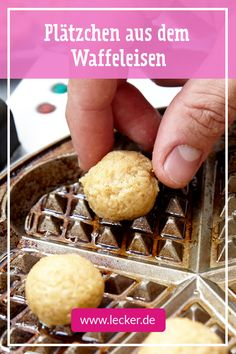 pltzchen weihnachten Waffle Cookies Recipe DELICIOUS - Cookies from the waffle iron so itll work with them even without an oven! Delicious Cookie Recipes, Donut Recipes, Yummy Cookies, Cake Cookies, Dessert Recipes, Yummy Food, Quick Easy Desserts, Easy Snacks, Waffle Iron Cookies