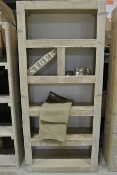Vakkenkast wildverband van oud steigerhout. In ons meubelatelier maken wij meubelen op maat en naar uw eigen ontwerp