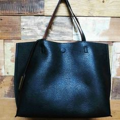 Large black vegan tote Amazing quality, feels like leather looks like leather, very rich looking,  you can do everything with this bag, comes with dust bag and make up bag,  go to the beach, mall, getbin a plane...school. . Street level  Bags Totes
