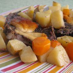 Οι χοιρινές μπριζόλες με πατάτες τηγανητές είναι ένα από τα φαγητά πουμου θυμίζουν έντονατα κυριακάτικα μεσημέρια των παιδικών και εφηβικών μου χρόνων. Τ