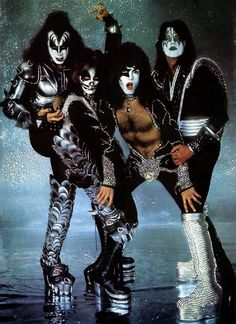 Photo of KISS ~NYC…April 9 1976 (Destroyer-Glitter Session) for fans of Paul Stanley 38669930 Paul Stanley, Kiss Rock Bands, Kiss Band, Kiss Images, Kiss Pictures, Gene Simmons, Eric Singer, Banda Kiss, Kiss Concert
