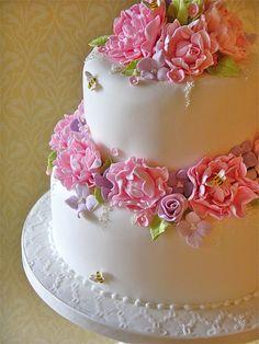 Love the bees Gorgeous Cakes, Pretty Cakes, Amazing Cakes, Unique Cakes, Creative Cakes, Wedding Cake Designs, Wedding Cakes, Button Cake, Cake Design Inspiration