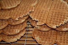Fra jord til bord: Nydelige helkorns surdeigsvafler med deilig tilbeh. Waffles, Breakfast, Morning Coffee, Waffle
