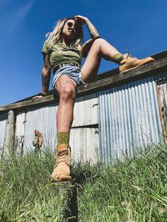 #socks #khaki #greenandpink #trendy #khakiandpink #adventure #bootsandsocks #merino #tshirtoutfit #monsroyale