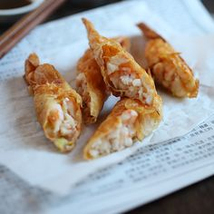 Shrimp Wrapped in Tofu Skin (鮮蝦腐皮券), a very popular dim sum item. these look so freaking good! Shrimp Wraps, Shrimp Rolls, Wonton Wraps, Seafood Recipes, Cooking Recipes, Wontons, Asian Cooking, I Love Food, Asian Recipes