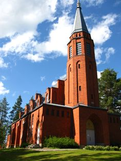 Saari Church, designed by architect Ilmari Launis was built on top of a high hill on the north-east shore of Lake Suur-Rautjärvi. This red-brick church was consecrated in 1934 and holds up to 700 people. Holidays In Finland, Grave Monuments, Finland Travel, Cathedral Basilica, Church Pictures, Classical Architecture, Place Of Worship, Kirchen, Holiday Travel
