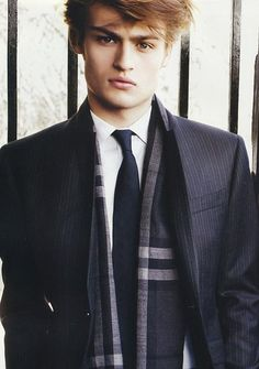 http://www.iballer.com/malecelebs/booth_douglas/images/douglas-booth-photo-100.jpg