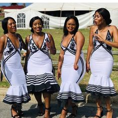 This seasons Xhosa Bridemaids can expect many head-turns as they move around the wedding venue in colourful Xhosa Bridemaids dresses, taking care of the bride while also investing time is selfies now and then. Source by SunikaMagazine dresses ideas Setswana Traditional Dresses, South African Traditional Dresses, Traditional Wedding Attire, African Bridesmaid Dresses, African Wedding Attire, African Attire, African Print Dress Designs, African Print Dresses, African Dress