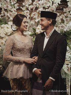 Kebaya Lace, Kebaya Hijab, Batik Kebaya, Kebaya Dress, Batik Dress, Kebaya Brokat, Kebaya Wedding, Disney Wedding Dresses, Pakistani Wedding Dresses