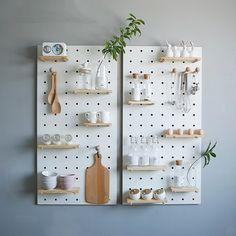 Best Home Decoration Magazine Wooden Pegboard, Pegboard Craft Room, Steel Pegboard, Pegboard Display, Pegboard Storage, Kitchen Pegboard, White Pegboard, Ikea Pegboard, Design Shop