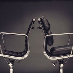 Back-to-back #Eames Aluminum group #chairs by Herman #Miller